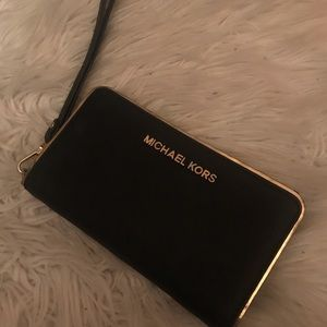 Michael k. Wristlet wallet.